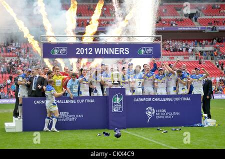 25th Aug 2012. London, England.  Warrington celebrate after the Carnegie Challenge Cup Final between Leeds Rhinos - Stock Photo