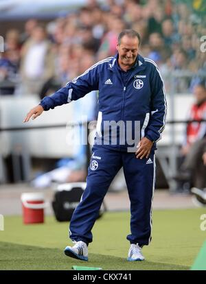 26 August 2012. Hanover, Germany. Schalke's head coach Huub Stevens gestures at the sideline during the Bundesliga - Stock Photo