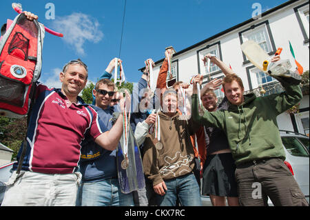 26th August 2012. Llanwrtyd Wells, UK. Team Essex – A team of 9 student buddies from Essex, UK, Scotland, Devon, - Stock Photo