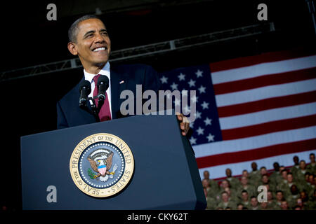 US President Barack Obama addresses soldiers August 31, 2012 during a visit to Fort Bliss, Texas. - Stock Photo