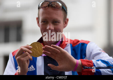 London, 10th September 2012. Paralympian Richard Whitehead the Men's 200m T42 medallist shows off his gold medal - Stock Photo