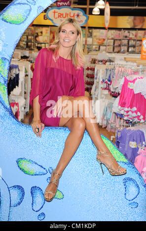 Los Angeles, California, USA. 14th Sept 2012 Heidi Klum launches 'Truly Scrumptious' apparel line at Babies 'R' - Stock Photo