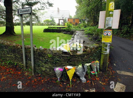 Cilybebyll, South Wales, UK. Sunday 16 September 2012. Floral tributes left near Gleision mine in Cilybebyll, near - Stock Photo