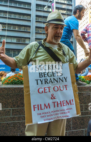 New York, NY, USA, Protests, 'Occupy Wall Street', Senior Male Protester holding Protest Sign, 'Film the Po-lice' - Stock Photo