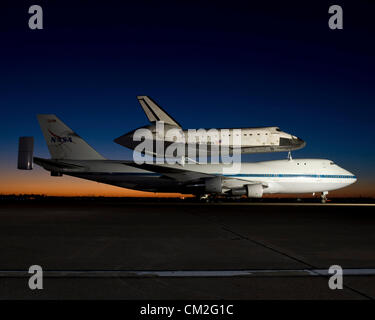 Texas, USA.19th September, 2012. Space Shuttle Endeavour and NASA's Shuttle Carrier Aircraft at Ellington Field - Stock Photo