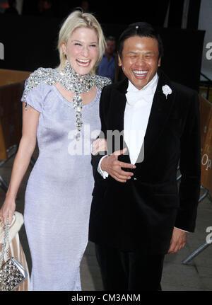 Sept. 24, 2012 - New York, New York, U.S. - JULIE MACKLOWE and designer ZAC POSEN attend the Metropolitan Opera - Stock Photo