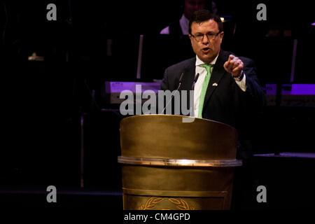 Dan Diker, Secretary-General of the World Jewish Congress, addresses thousands of Christians at an evening event - Stock Photo