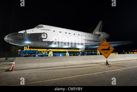 California, USA. 12th October 2012. NASA space shuttle Endeavour begins a 12-mile trip by road to its new home at - Stock Photo