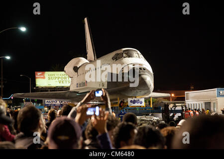 Inglewood, Los Angeles, CA, USA- 12 October, 2012 - The Space Shuttle Endeavour is towed through the streets of - Stock Photo