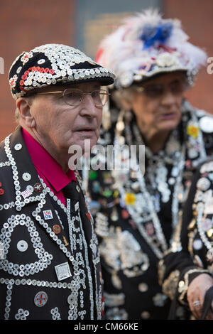 Pearly Kings & Queens from the Pearly Kings & Queens Society gather at St. Paul's Church in Covent Garden to celebrate - Stock Photo