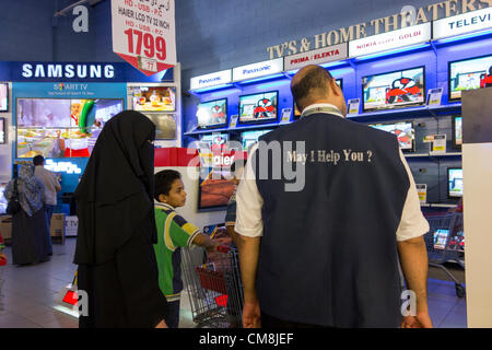 28 October 2012 Egypt Cairo. Shoppers crowding Carrefours supermarket in search of holiday Eid al-Adha bargains - Stock Photo