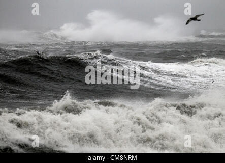 Winthrop, Massachusetts, USA. Waves driven by high winds from Hurricane Sandy come ashore in Winthrop, Massachusetts, - Stock Photo