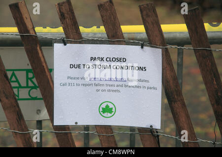 New York, USA. October 30, 2012 ÐA Sign and fence keeping people out of Central Park which was closed in the wake - Stock Photo