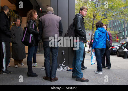 USA, NEW YORK, NY - OCTOBER 30, 2012: An ad-hoc charging station has sprung up outside a corporate building on Manhattan's - Stock Photo