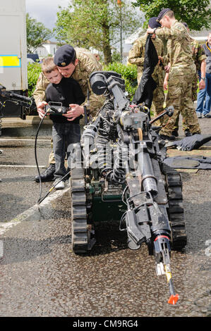 Carrickfergus, 30/06/2012 - Armed Forces Day. Soldier from 321 EOD Squadron, shows a young boy how to operate a - Stock Photo