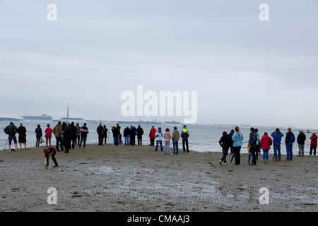 Titchfield, UK. Tuesday 3rd July 2012. Crowds watch the P&O 175th Anniversary celebrations with 7 large cruise ships - Stock Photo
