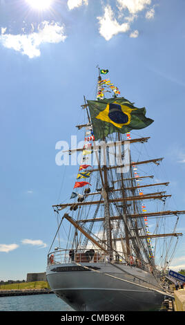 New London, Connecticut, USA - July 9, 2012: The Brazilian Navy tall ship Cisne Branco (White Swan), with signal - Stock Photo