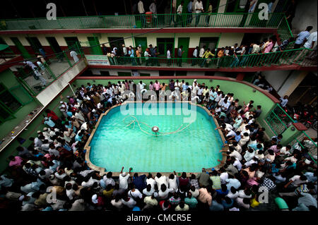 July 20, 2012 - Kathmandu, Kathmandu, Nepal - Devotees gather around the pool of water in the centre of Jame masjid - Stock Photo
