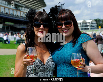 21.07.2012 Ascot, England.Ladies get dressed in their finery on a sunny day during the Ascot Betfair Weekend Featuring - Stock Photo