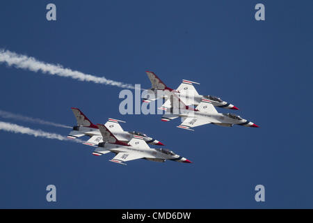USAF Thunderbirds Air Demonstration Squadron Flying in Formation,  F-16C Fighting Falcons, Joint Base Lewis-McChord - Stock Photo