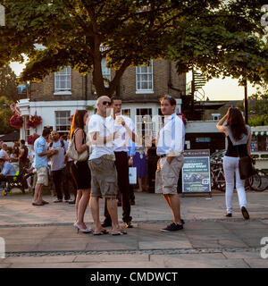 Thames riverside, Richmond Upon Thames, Greater London, UK - 25 July 2012: People left work and hurried down to - Stock Photo
