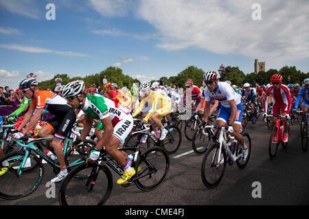 London, UK. Saturday 28th July 2012. On Putney Bridge in London, the peloton of riders in the Men's Team Road Race - Stock Photo