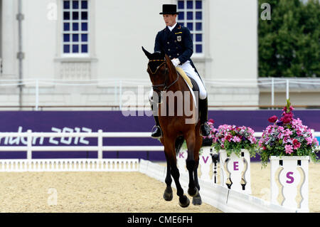 London, UK. 28th July, 2012. Greenwich Park. Olympics Equestrian Dirk Schrade GER riding King Artus Day 1 of Dressage - Stock Photo