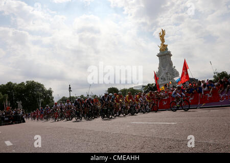 General view of cycling road race,  JULY 28, 2012 - Cycling - Road :  Men's Road Race  at The Mall  during the London - Stock Photo