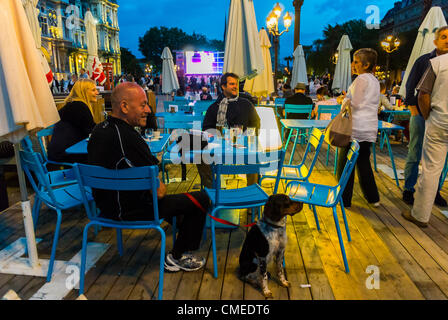 Paris, France - People Viewing Olympics Live Broadcast on Public Screen at City Hall, 'Paris Plages', Sharing Drinks, - Stock Photo