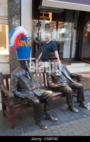 London, England, UK. Monday, 30 July 2012. Statues of Roosevelt and Churchill with hat designs by John Boyd and - Stock Photo