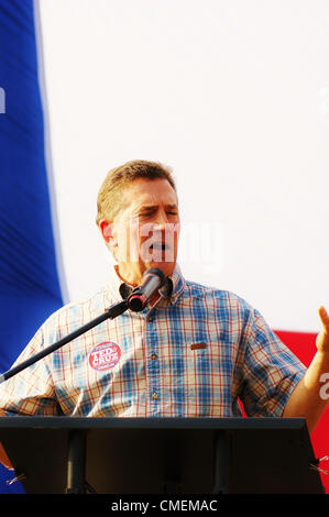 Senator Jim DeMint (R-S.Carolina)speaks to a crowd of about 1000 people on behalf of Texas US Senatorial candidate - Stock Photo