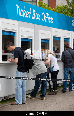 London, UK. Wednesday 1st August 2012. Queues of London Olympic Games 2012 spectators at ExCel Ticket Box Office - Stock Photo