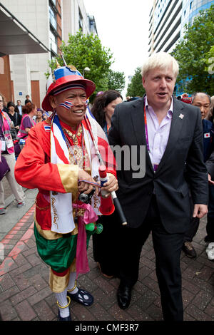 Excel, London, UK. Wednesday 1st August 2012. Boris Johnson with spectators from Thailand in costume at London Olympic - Stock Photo