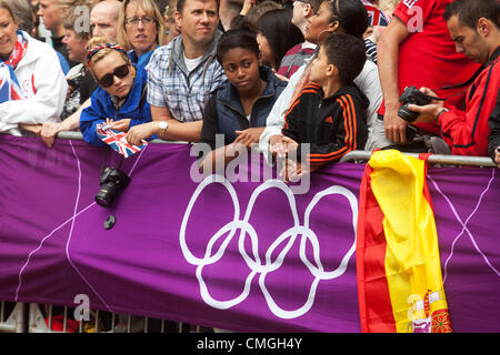 London, UK. Tuesday 7th August 2012. Men's Triathlon held in Hyde Park. Fans of Team GB came in their thousands. - Stock Photo