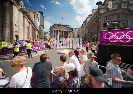 Thousands of  spectators line the route outside The Bank of England and Royal Exchange in the City of London during - Stock Photo