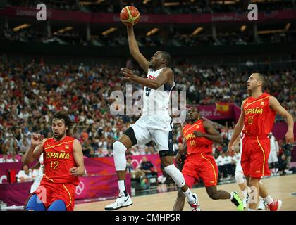 12.08.2012. London, England Kevin Durant of USA (2nd L) with a layup basket against Sergio Llull (L-R), Serge Ibaka - Stock Photo