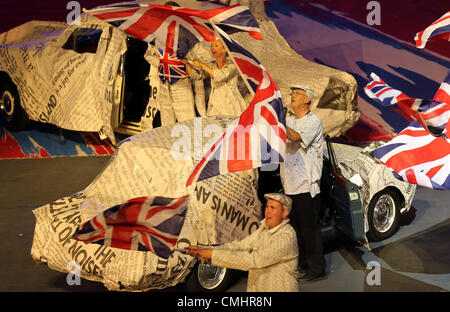 12th Aug 2012. 12.08.2012. London, England Artists perform during the closing ceremony of the London 2012 Olympic - Stock Photo