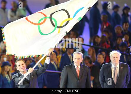 12th Aug 2012. 12.08.2012. London, England Eduardo Paes (L-R), Mayor of Rio de Janeiro, waves the Olympic Flag next - Stock Photo