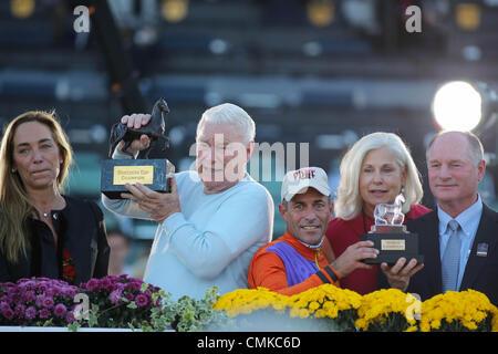 Arcadia, CA, USA. 1st Nov, 2013. Beholder with Gary Stevens aboard wins the Breeder's Cup Distaff at Santa Anita - Stock Photo