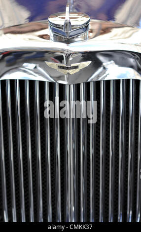 London, UK. 2nd Nov, 2013. A close up of the grille of a 1935 Aston Martin MkII Long Chassis Tourer at the Regent - Stock Photo