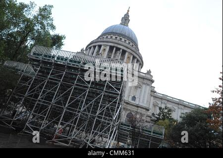 London, UK, UK. 5th Nov, 2013. VIP stands are set up in front of St. Paul's cathedral for the annual Lord Mayor - Stock Photo