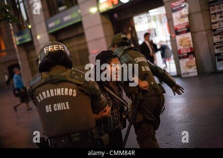 Santiago Del Chile, Chile. 4th Nov, 2013. A group of protesters block Santiago's main street Alameda and is detained - Stock Photo