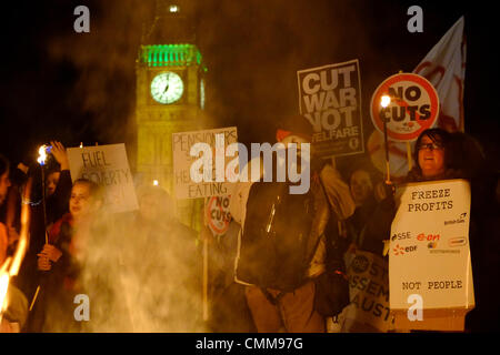 London, UK . 05th Nov, 2013. Protesters hold bonfire on Westminster bridge in front of parliament , burning fuel - Stock Photo