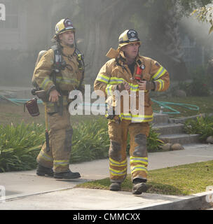 Dana Point, California, USA. 5th Nov, 2013. Firefighters prepare to enter a home where 911 callers reported a large - Stock Photo