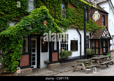 The Leicester Arms , a historic 16th century hotel and public house  , Penshurst , Kent , England - Stock Photo