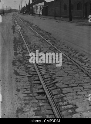 Tramlines, Willenhall Road, Wolverhampton, Early 20th cent. Tramlines on the partly cobbled Willenhall Road. Trolley - Stock Photo