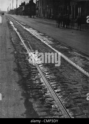 Tramlines, Willenhall Road, Wolverhampton, Early 20th cent. Tramlines on the partly cobbled Willenhall Road. The - Stock Photo