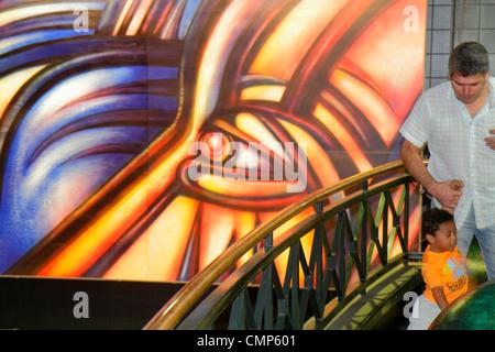 Santiago chile providencia metro station parque bustamante for Carpenter papel mural santiago chile