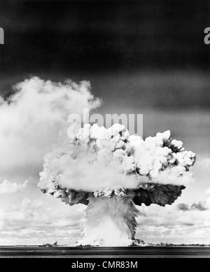 1940s 1950s ATOMIC BOMB EXPLOSION MUSHROOM CLOUD - Stock Photo