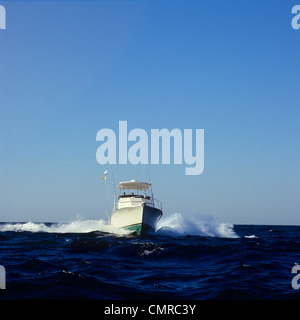 1990s MOTOR BOAT PACEMAKER 37 SMALL FRAME HEADING TOWARDS CAMERA - Stock Photo
